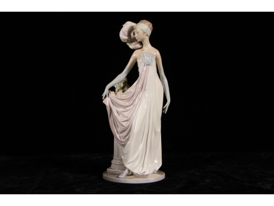 Rare lladro figurine titled socialite of the 20s 5283 for Brownstone liquidators