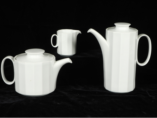 A rosenthal tea pot coffee pot and creamer black rock for Brownstone liquidators