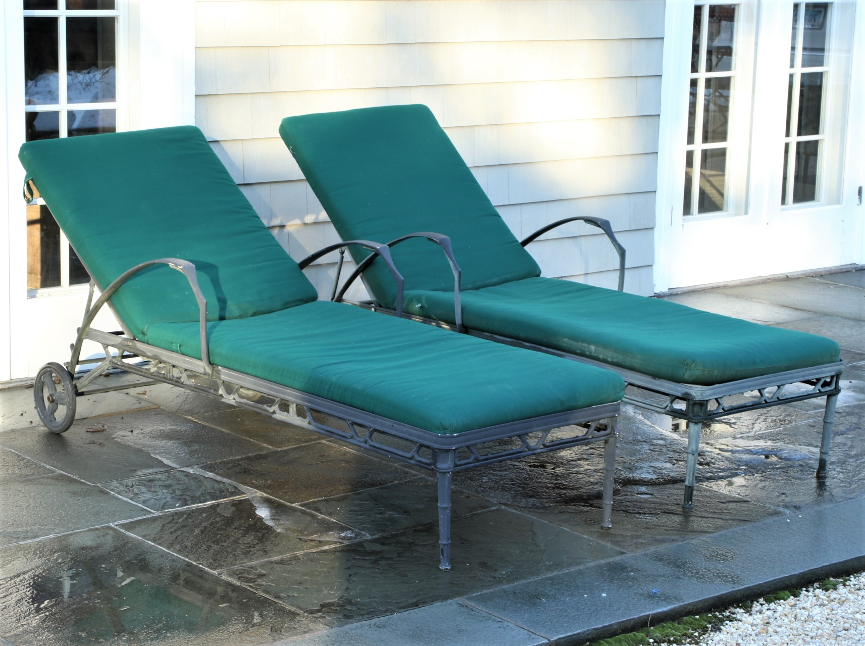 Two brown jordan verdigris patinated cast aluminum chaise for Cast aluminum chaise