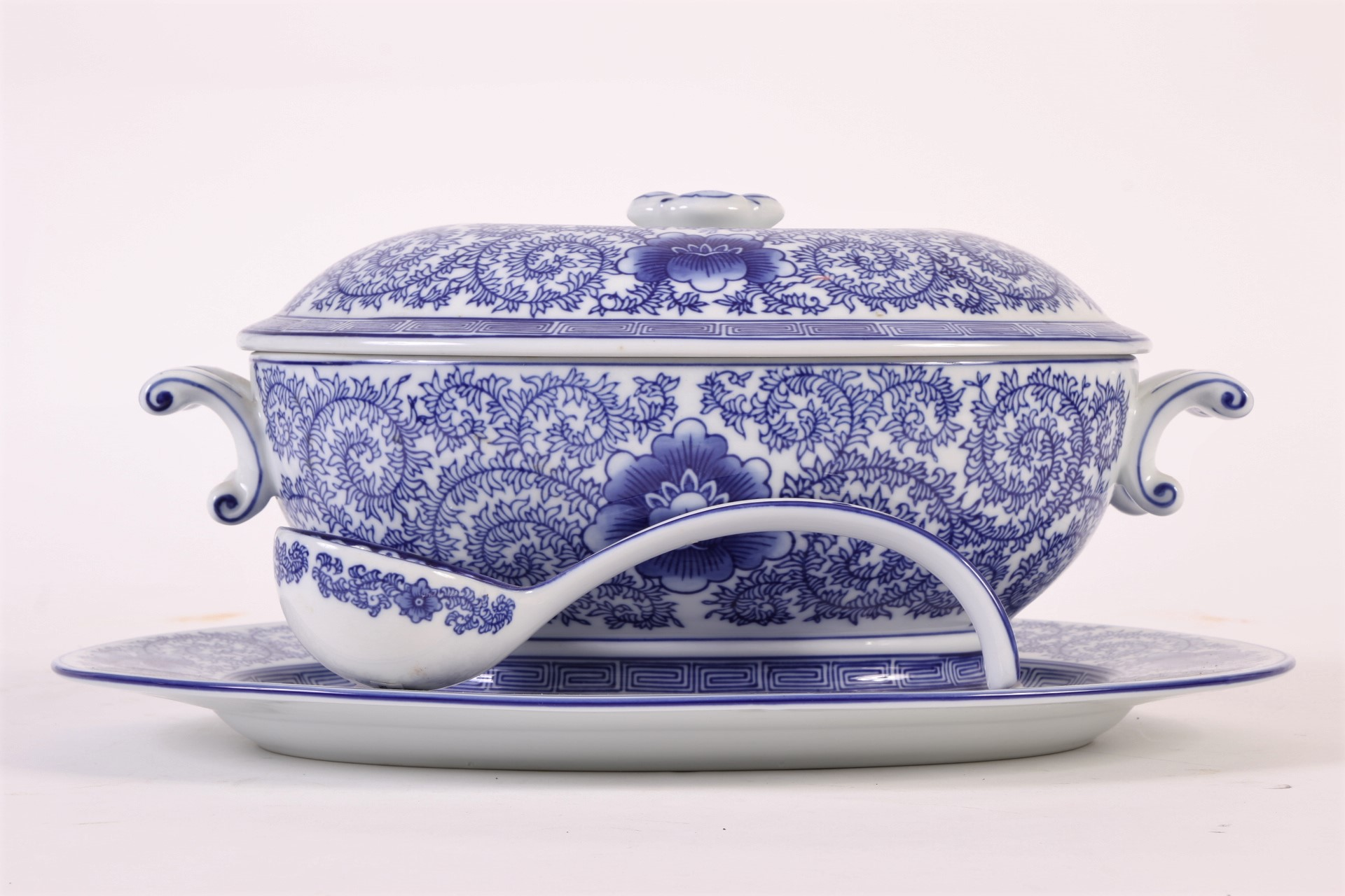 Large Bombay Company Blue And White Tureen 62581 Black Rock Galleries
